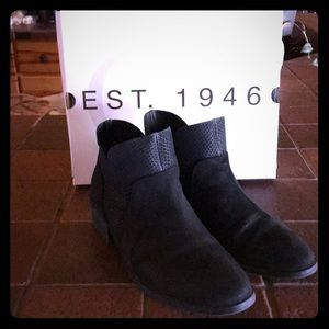 Cato's black suede ankle boots size 10